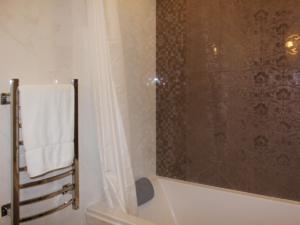 Дизайн-проект двухкомнатной квартиры. Интерьер ванной 3